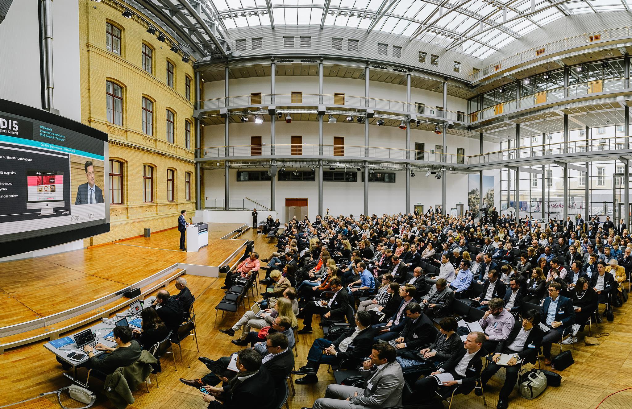 DIS 2016 audience ()