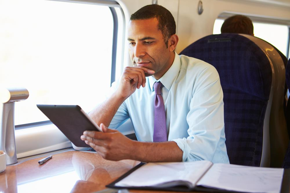 reading tablet commute ()