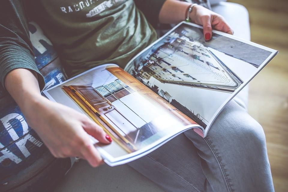 Magazine reading ()