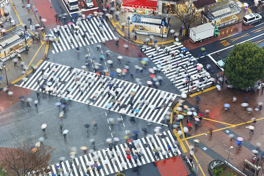 Aerial view of crowds crossing the famous Shibuya Crossing crosswalks (Shutterstock)
