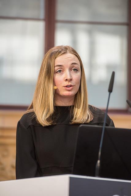 Lauren Indvik ()