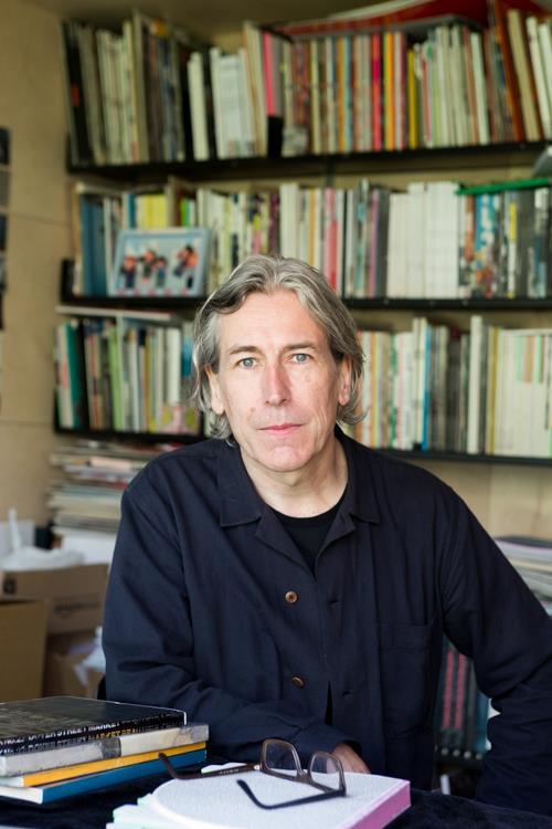 Jeremy Leslie ()