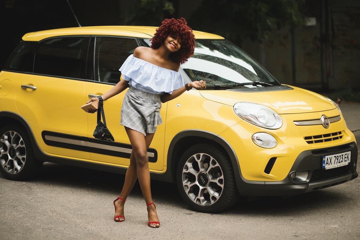 woman car ()