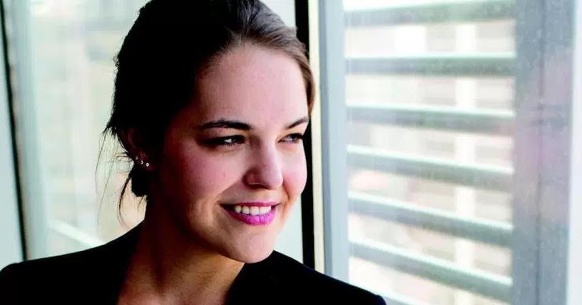 Melanie Deziel header ()