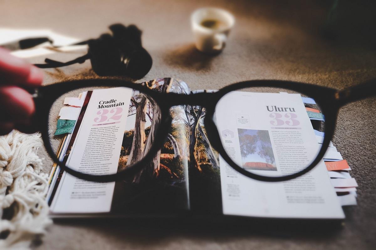 read magazine ()