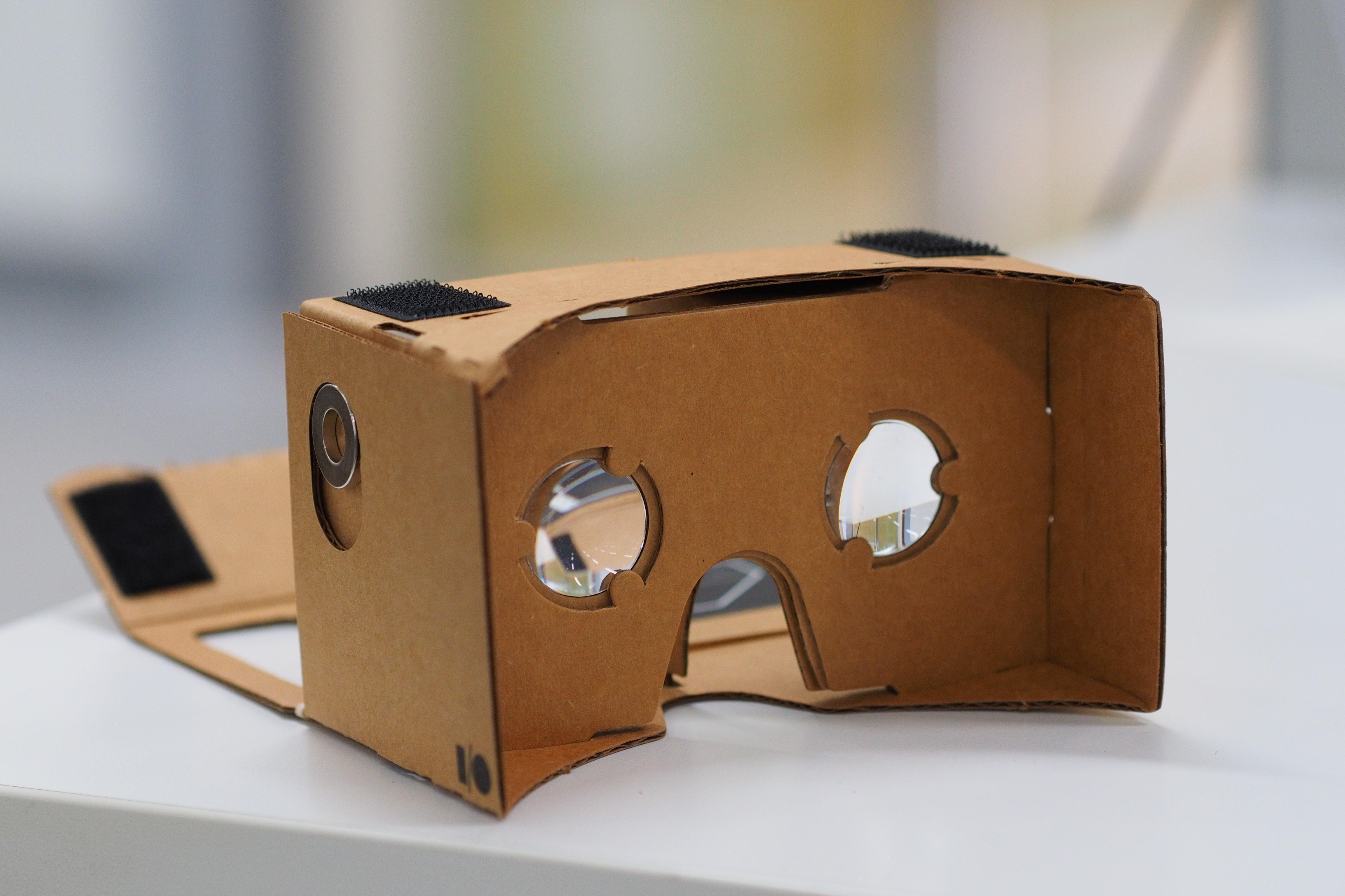 Google cardboard ()