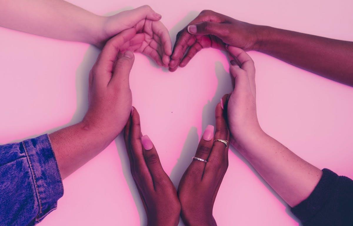 Helping hands ()